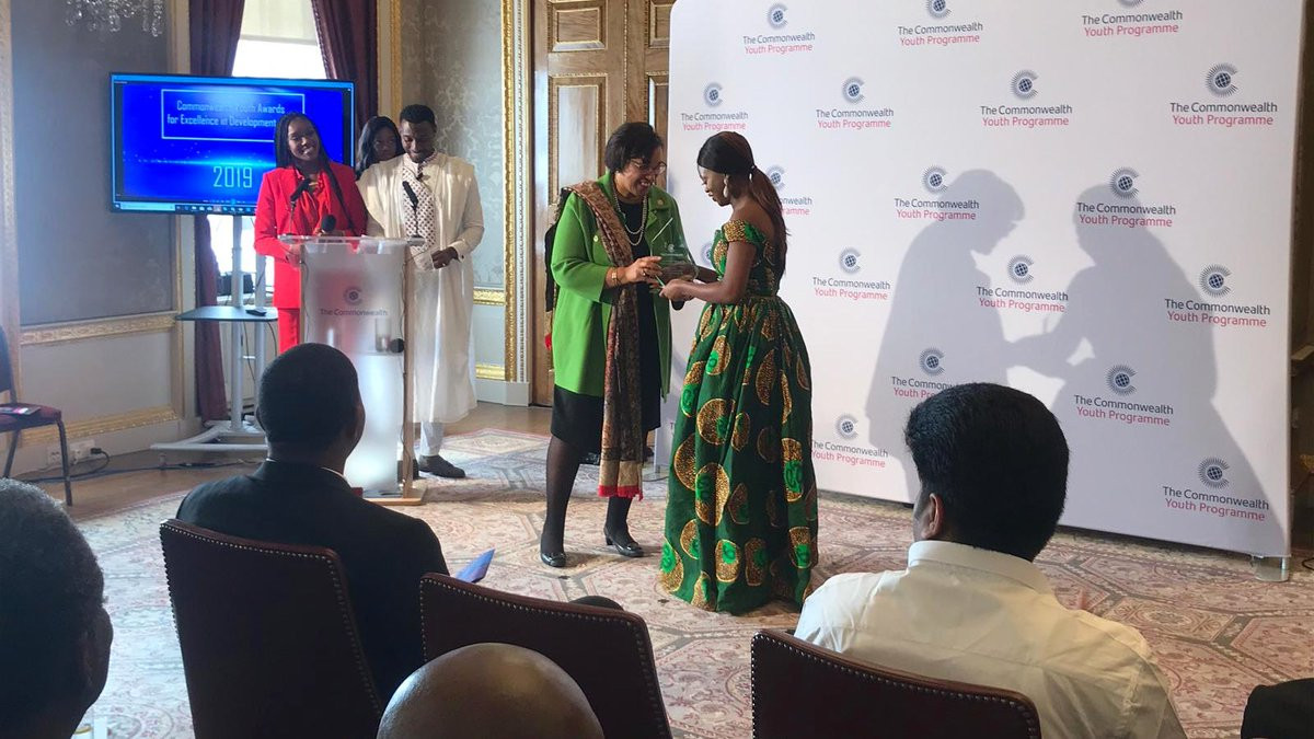 Nigerian lady, Oluwaseun Ayodeji Osowobi, wins Commonwealth Young Person of the Year 2019 award (photos)